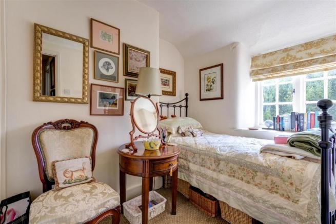 Heather Cottage Bedroom.jpg
