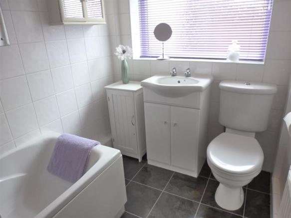 BATHROOM/WC