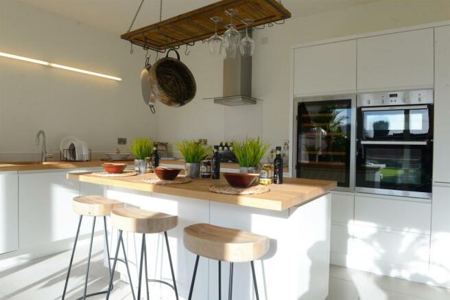 T6.1 Kitchen (2).jpg