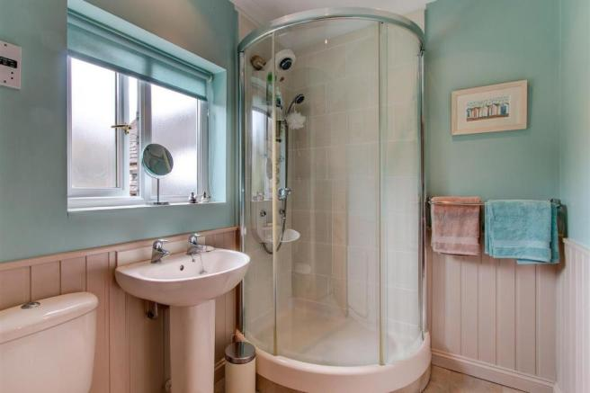 7Orchardbank-bathroo