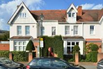 Town House to rent in Grove Road Windsor
