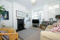 3 bedroom End of Terrace home to rent in Bourne Avenue Windsor