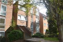 Flat to rent in Lyonsdown Road, Barnet...