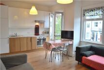 Flat to rent in Welbeck Road, Barnet...