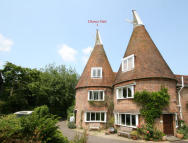 Country House to rent in Ewhurst Green