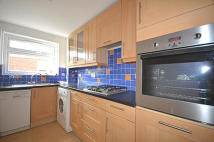2 bedroom Apartment in Avenue Road...