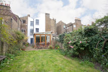5 bed Terraced house for sale in Chadwick Road, London...