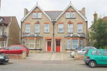 Hayes Road Flat to rent