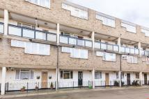3 bedroom Maisonette in Hawthorne Close, London