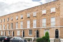 Flat to rent in Queensbridge Road...