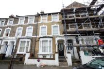 Apartment to rent in Reighton Road, Hackney...