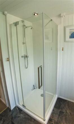 Separate Shower Cubi
