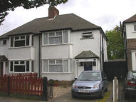 3 bed semi detached home to rent in Hounslow
