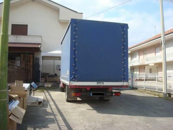 Load/Unload area