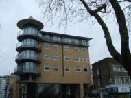 1 bedroom Apartment in High Street, Feltham