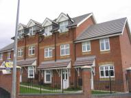 4 bed Town House to rent in Rolls Avenue, Crewe...