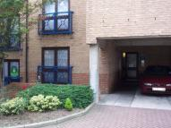 Flat to rent in Crawley Court...
