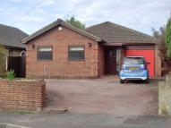 Detached Bungalow to rent in Vale Road, Northfleet...