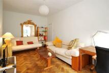 Apartment to rent in ELGIN CRESCENT...