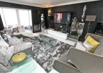5 bedroom Apartment in WILLIAM MORRIS WAY...