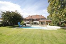 Detached house for sale in LOVELY LARGE GARDEN -...