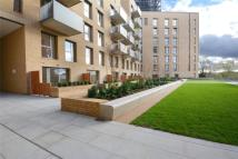 2 bedroom Flat in Dunnock House...