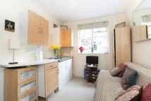 Studio apartment to rent in Warwick Gardens...