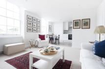 Flat in St Catherines Mews, SW3