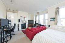 1 bed Flat in Elms Crescent, SW4