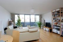 2 bedroom Flat to rent in Gateway House...