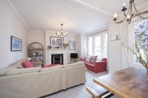 Flat in Trouville Road, SW4