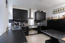 2 bed Flat to rent in Cavendish Mansions...