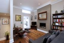 2 bedroom Flat to rent in Kersley Street, SW11