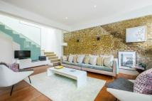 3 bed Mews to rent in Kersley Mews, SW11
