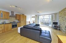 3 bed Flat in Brynmaer Road, SW11