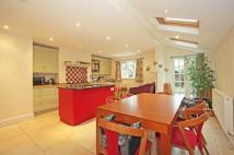 5 bed Terraced home to rent in Hillier Road, SW11