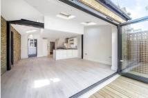 Flat in Honeywell Road, SW11