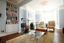 4 bed Terraced property in Salcott Road, SW11