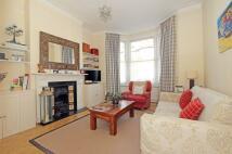 2 bedroom Flat to rent in Stormont Road, SW11