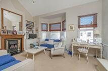 2 bedroom Flat to rent in Bramfield Road, SW11