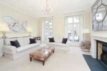 3 bedroom Flat in Sydney Street, SW3