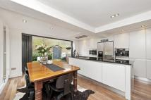 3 bedroom Flat to rent in Putney Bridge Road, SW15