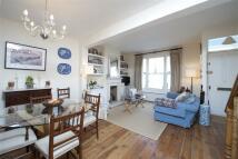 3 bed Terraced property in Orbain Road, SW6