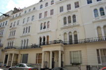 Flat to rent in Kensington Gardens...
