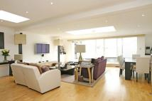 3 bed Flat to rent in Queen's Gate Place, SW7