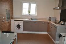 2 bedroom Flat to rent in East Fields Road...