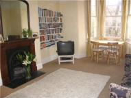 2 bed Flat to rent in Hall Floor ...