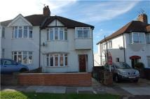Maisonette to rent in Townsend Lane, Kingsbury...