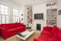 2 bed Flat in Amesbury Avenue...