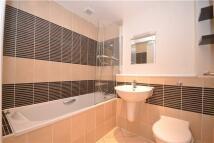 1 bedroom Flat in Monson Road, Redhill...